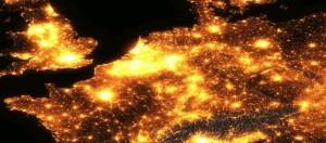 West-Europa in het licht, gezien vanuit een satelliet. Vooral Nederland springt eruit.